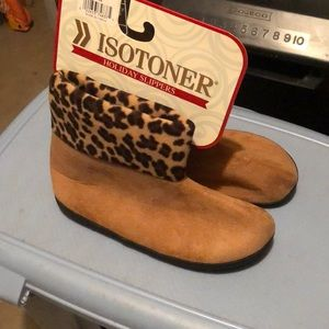 Isotoner holiday slippers tan with leopard print